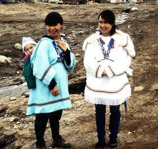 637px-Inuit_Amautiq_1995-06-15