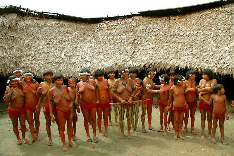 Brasilien_Venezuela_Yanomami_Frauen_in_Mauxiuteri_Heinz_Kindlimann