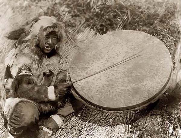 Eskimo-Drummer