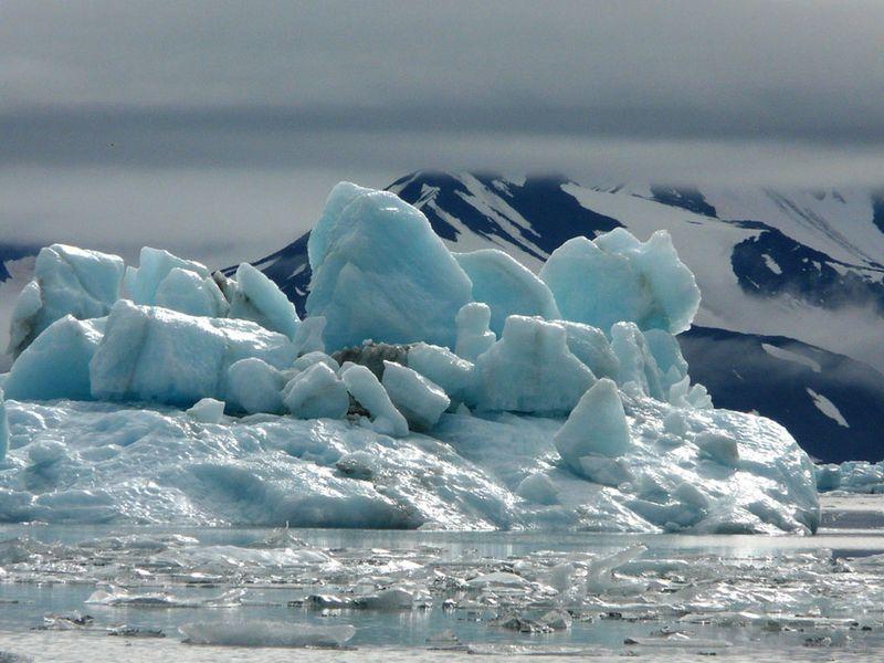 Icebergs-du-spitzberg_940x705