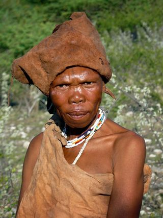 50a_namibia_places_monuments_san_villages_female