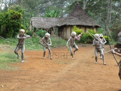 11786140-papouasie-nouvelle-guinee--16-septembre-les-guerriers-tribaux-mudman-a-goroka-festival-papouasie-nou