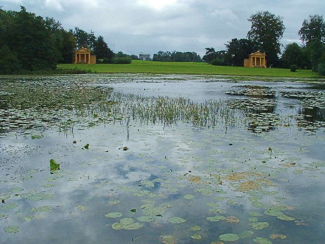 Lake_at_Stowe_Landscape_Garden_with_Corinthian_Arch_in_distance_-_geograph_org_uk_-_77778