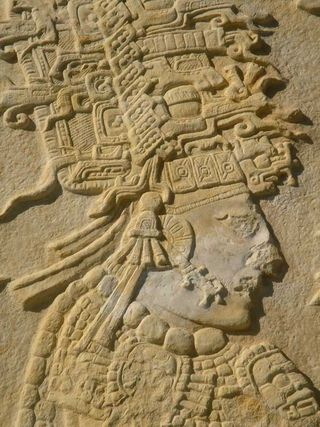 Apas,%20Bonampak%20Archeological%20zone,%20Stele%202%20Crowning%20of%20Chaan%20Muan%20II%20detail%202%20-%20Photo%20by%20German%20Murillo-Echavarria%200406