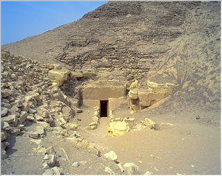 Amenemhet%20III%20hawara%20entrance_640