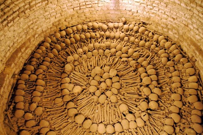 Catacombes-sous-leglise-san-francisco-a-lima-700-2891