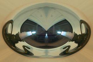 348499-trois-bougies-dans-l-39-espace-non-euclidien