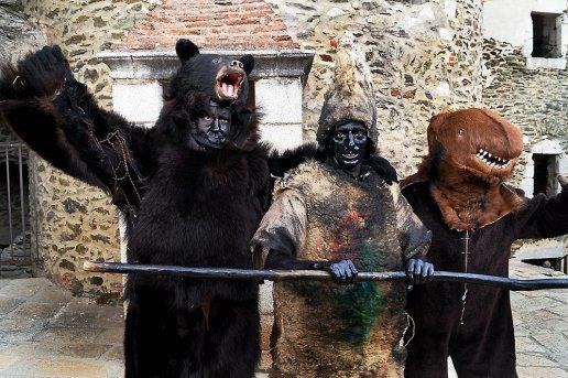 Les-trois-ours-et-en-medaillon-les-trois-maires-bernard_304093_516x343