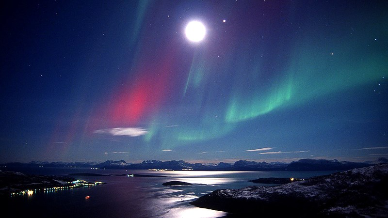 Northern-lights-Bjarkoy-Norway-1400