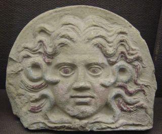 Milano_-_Museo_archeologico_-_Gorgone_-_sec._III_a.C._-_Foto_di_Giovanni_Dall'Orto_-_25-7-2003