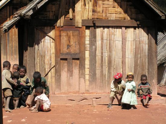 Village-zafimaniry-madagascar