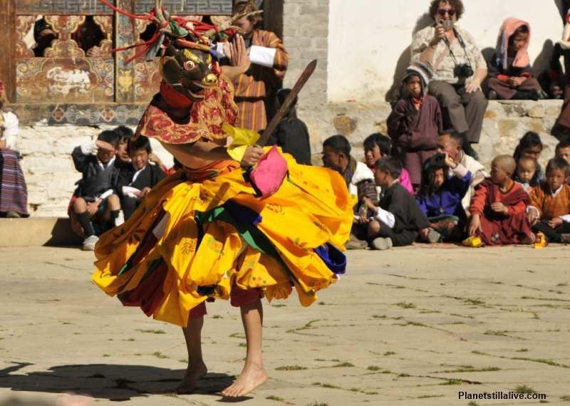 Bhutan_mask_dance_festival_d9be2433822e48f59360b1beb7bf54ae