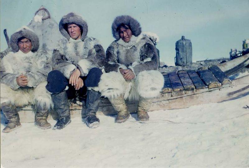 Jean-Malaurie-avec-des-inuits-epoque