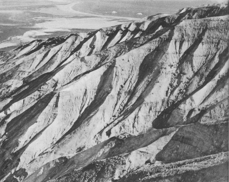 44_Le grand versant redressé et froid «alangoq» dissection torrentielle_Arêtes et ravineaux