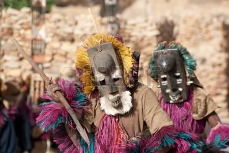 10378792-masque-de-lapin-et-de-la-danse-dogon-au-mali-il-s-agit-d-un-masque-de-lapin-le-lapin-est-chass-par-l
