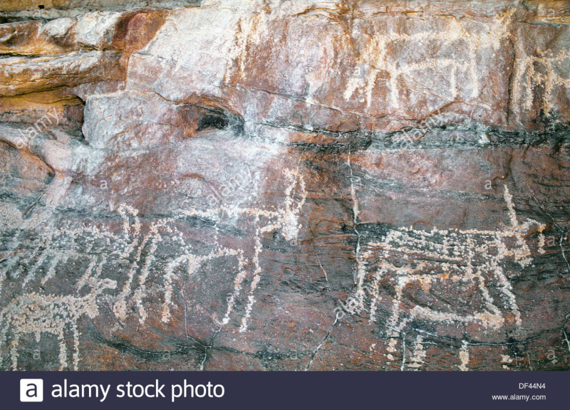 Peintures-rupestres-prehistoriques-tassili-marmar-massif-du-tibesti-desert-du-sahara-tchad-df44n4
