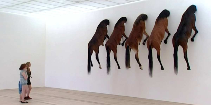 Ob_1a7e3b_maurizion-cattelan-chevaux.png