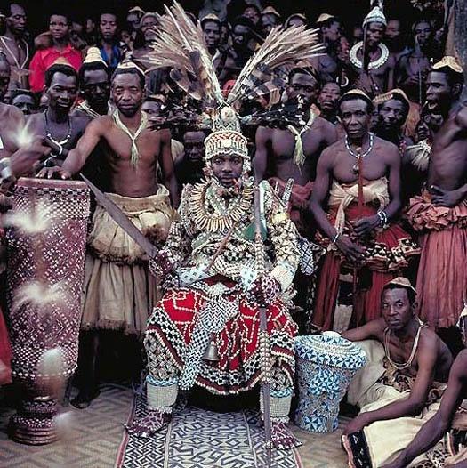 Kuba-Nyimi-Kok-Mabiintsh-III-–-King-of-Kuba-D.R.-Congo-photo-daniel-laine